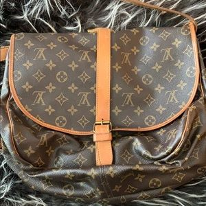 Louis Vuitton Saumur 35 Crossbody